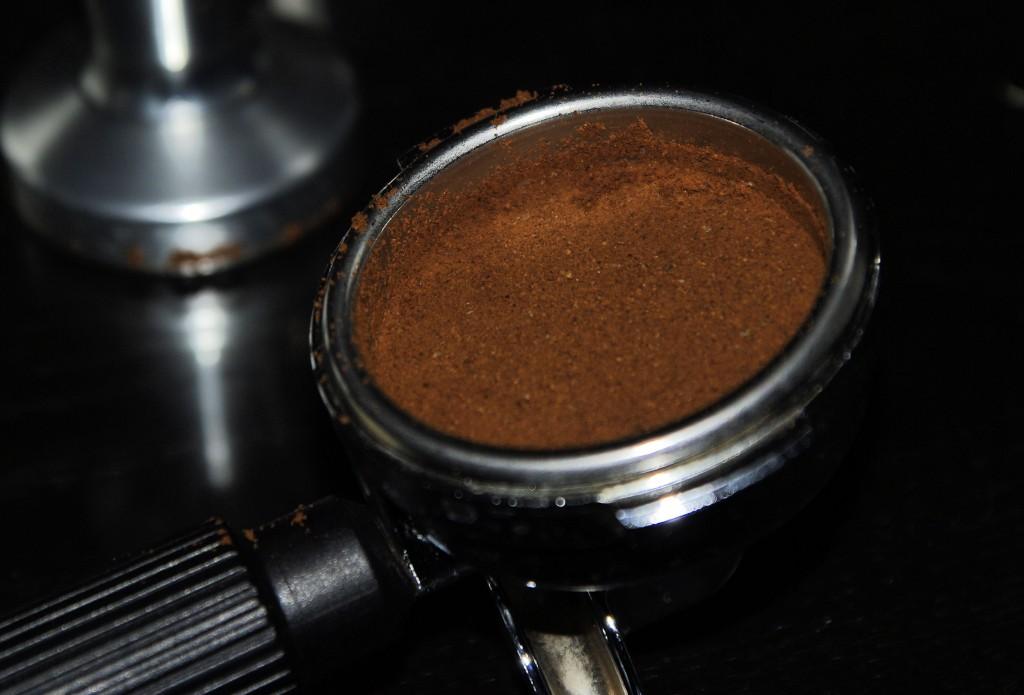 felkúszik a kávé a kosár oldalára