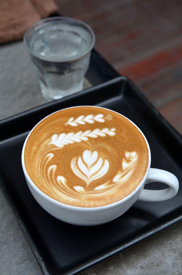 640px-Latte_at_Doppio_Ristretto_Chiang_Mai_01