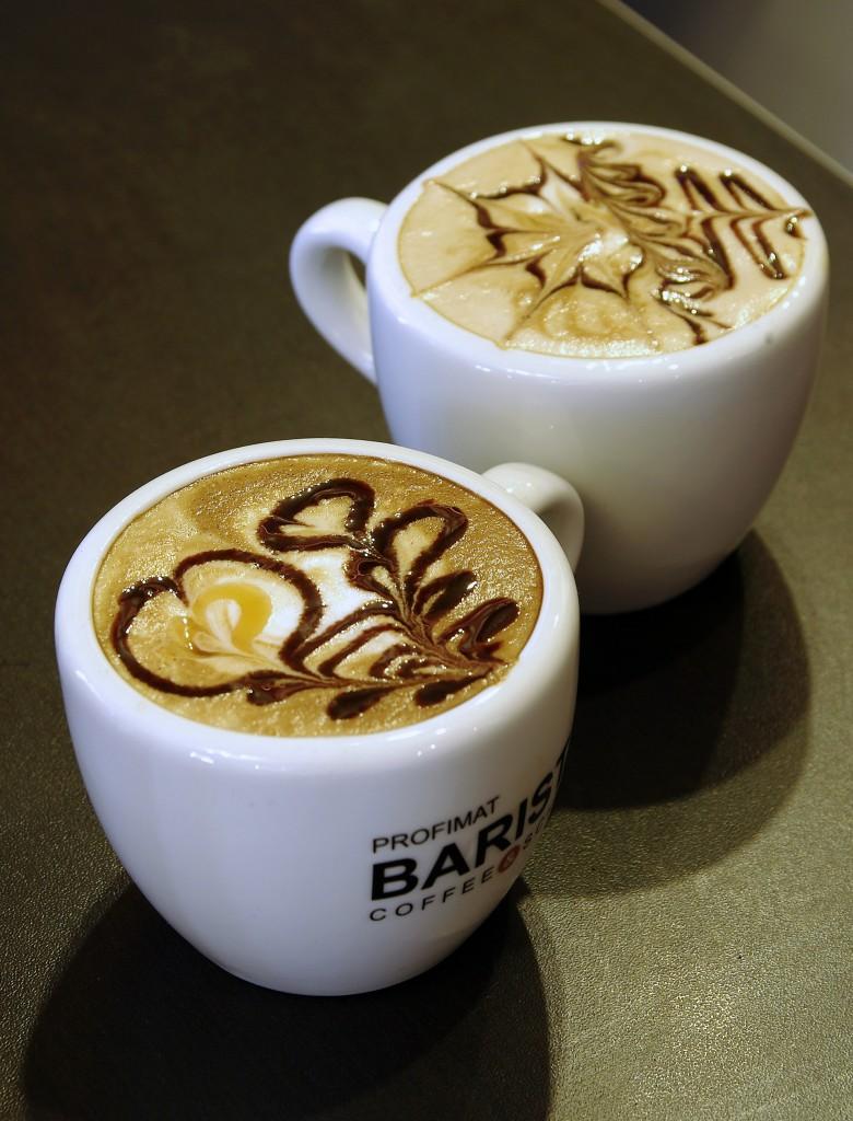 """Pár helyben """"kitalált"""" latte rajz."""