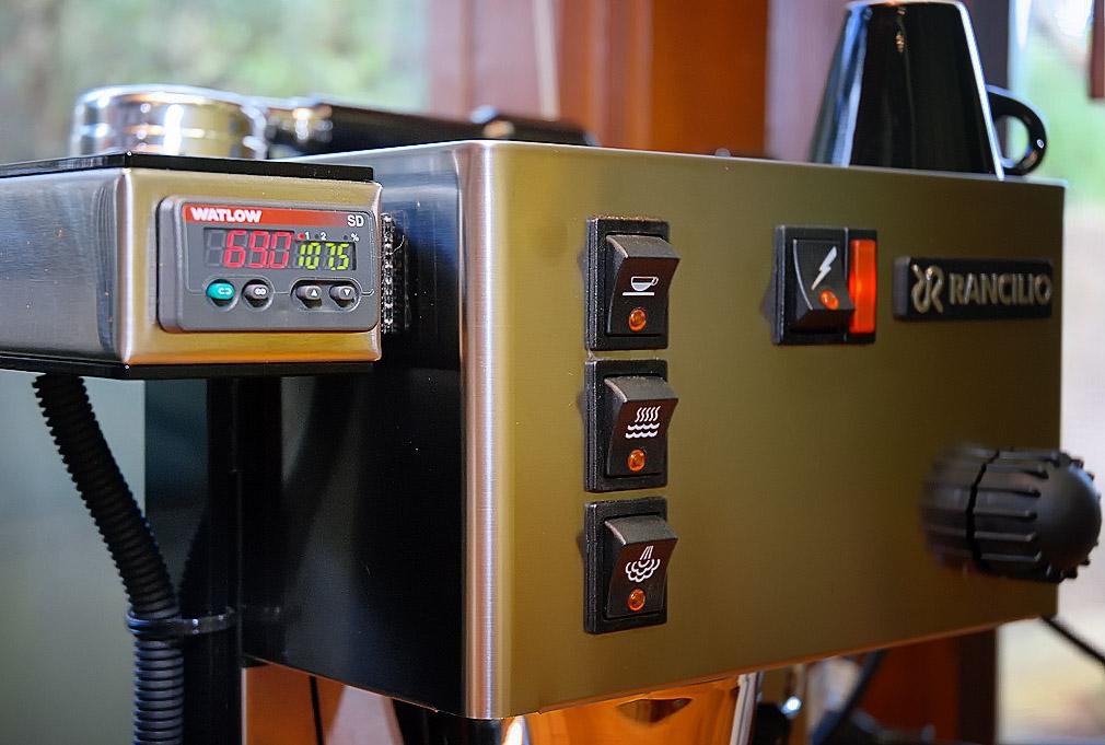 PID egy Rancilio Silvia presszógépen. Előszeretettel módosítják ezt a készüléket.